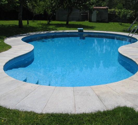 Piscina de forma irregular piscinas fraiz - Piscinas en pontevedra ...